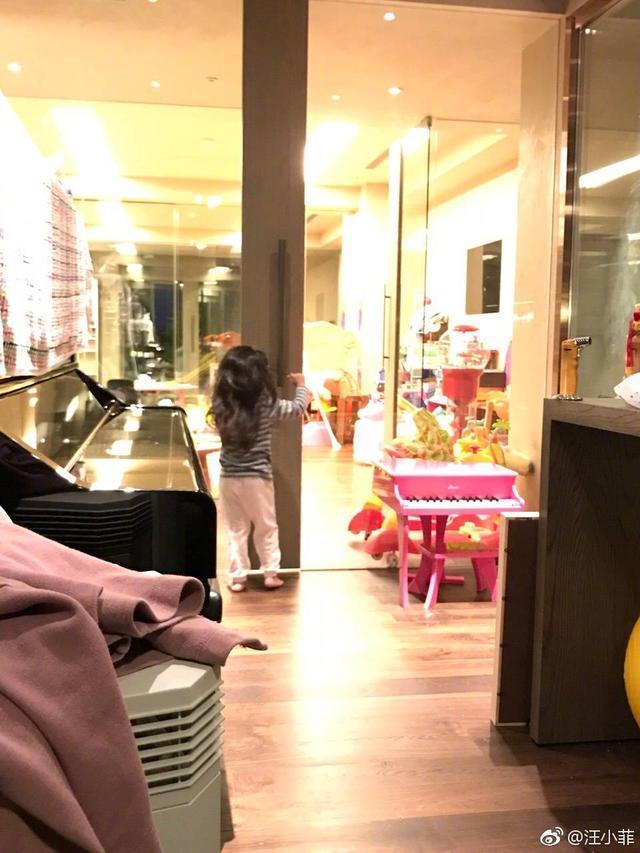 汪小菲向女儿小玥儿深情表白,却意外曝光自家豪宅