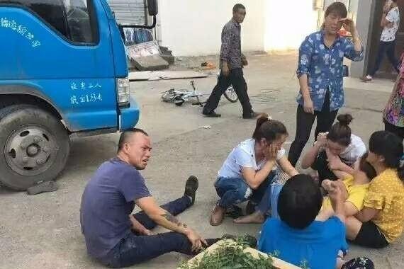 悲剧!义乌103省道一父亲倒车将儿子压死!
