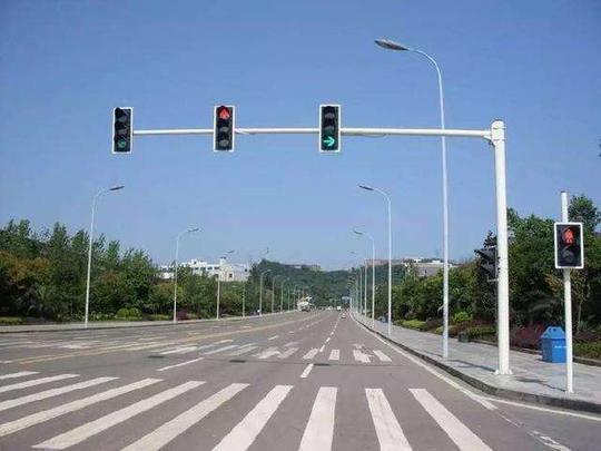 红绿灯路口,为什么右转也能被扣分罚款