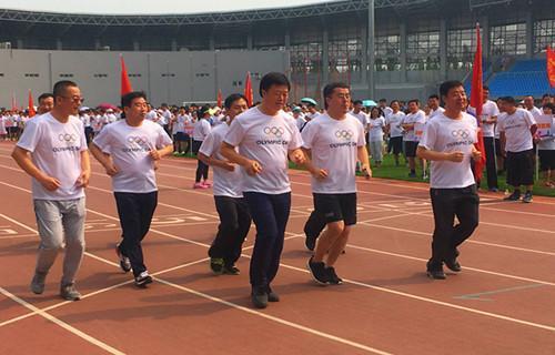 奥林匹克日承德2000名体育爱好者参加长跑
