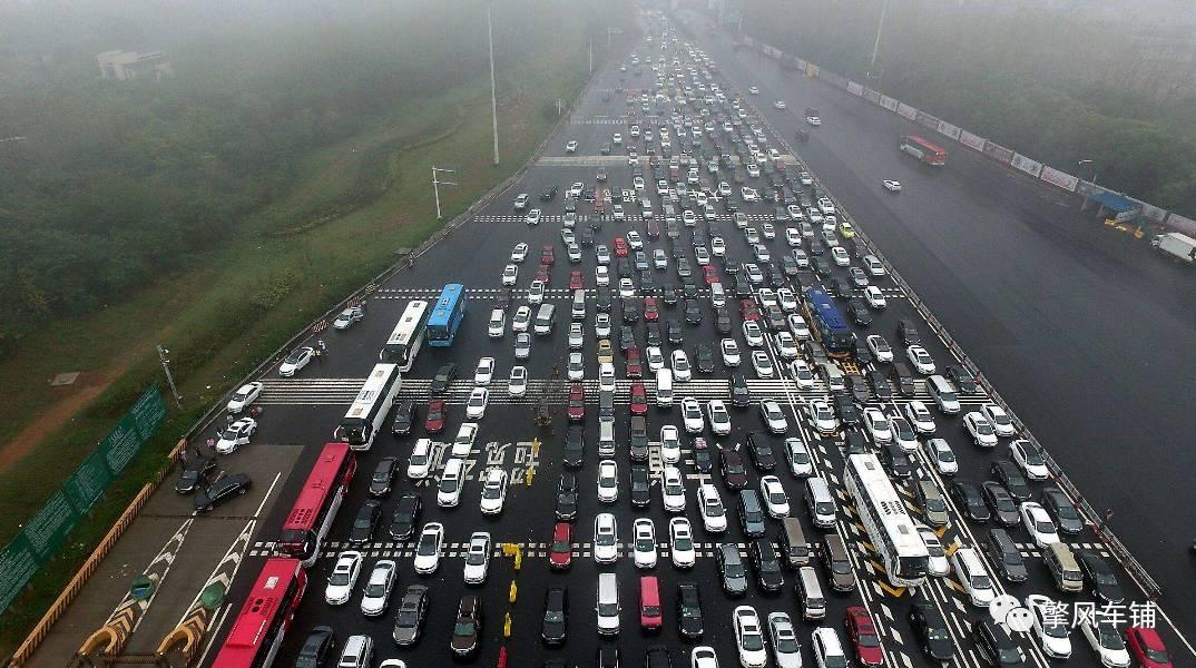 高速公路收费站最容易大意的四个违章行为!