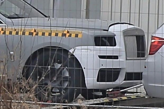 有望9月亮相 劳斯莱斯首款SUV最新谍照