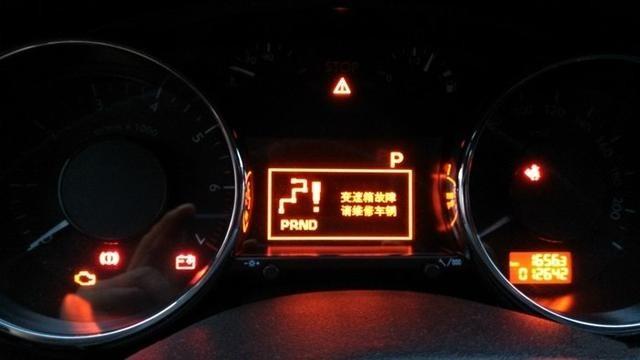 不想把车弄报废,那当这几种灯亮起,就要注意