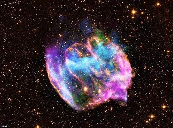 宇宙七大奇观 令人惊异的哈比格-哈罗110天体