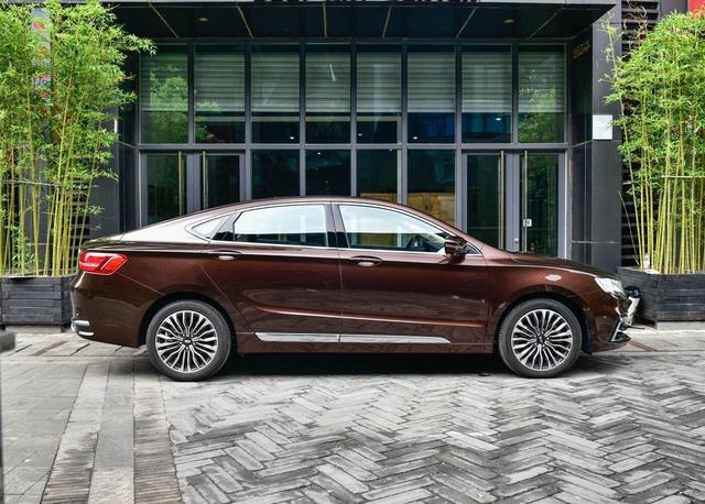 吉利旗舰轿车,更轻更快更豪华,12万起售必大红大紫