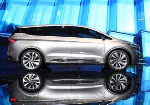 此款车型的概念车之前在2017年上海车展上亮相过,或将于2018年下半年投入量产版,下面我们一起看看概念版车型的风采。