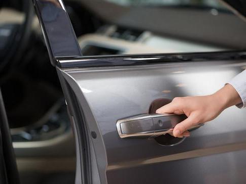 <em>遥控</em>、机械钥匙都用上了,为什么车门还是打不开!