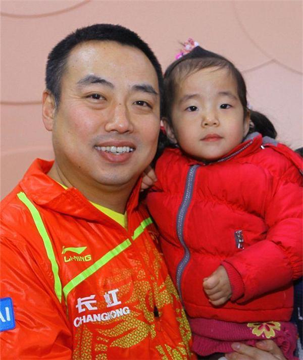 刘国梁陪练女儿40天夺3金3银 妻子叹家人终幸福陪伴