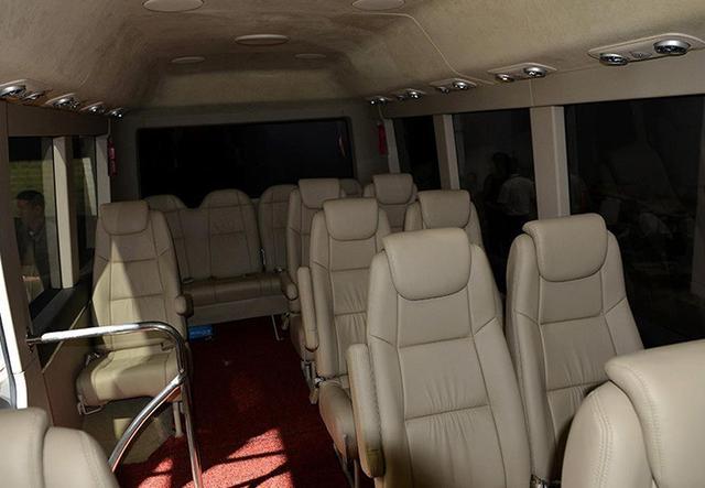 红旗新出豪华中巴车,98万取代丰田考斯特
