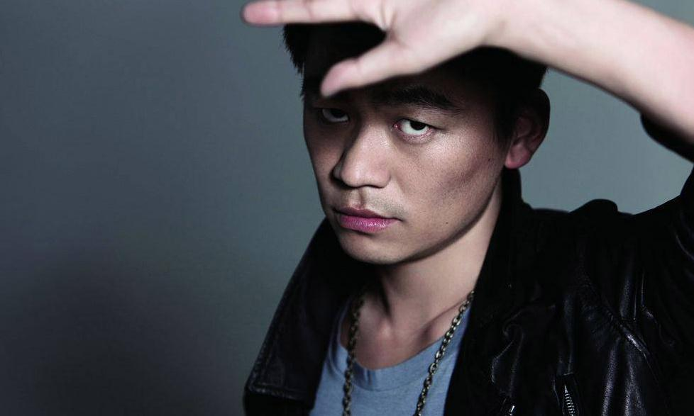 有爆料称,先前吴京还是王宝强发过邀请的,让他来出演角色。因为王宝强也是打星,军人题材的作品王宝强也有经验。