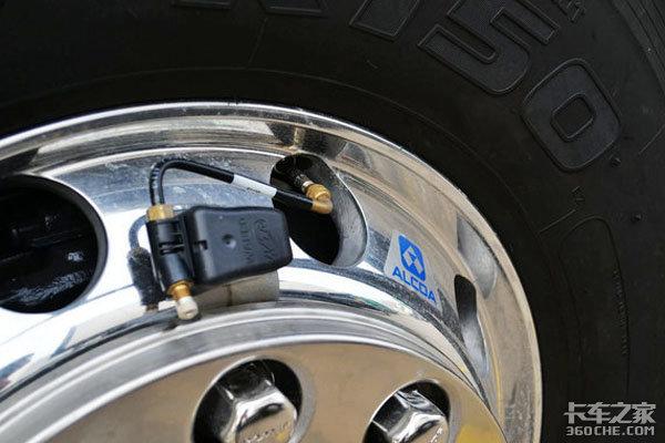 爆胎有可能导致车毁人亡 这几点你一定要注意!