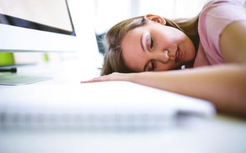 打呼、夜尿、睡再久还是累? 当心会引起中风、猝死!