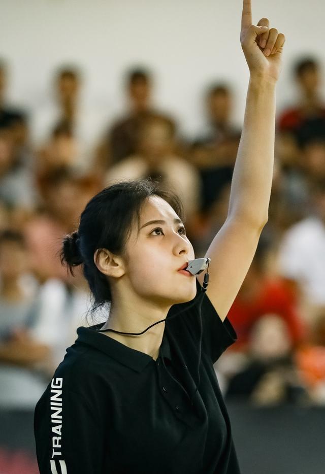 中国最美女裁判,2人来自台球界,1人被称为赤木晴子