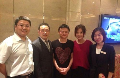 51岁赵薇拥有300多亿身家,而在酒后说的话要人惊叹