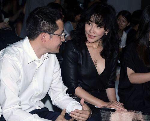 岁月也不是那么的无情,51的刘嘉玲依旧充满青春活力