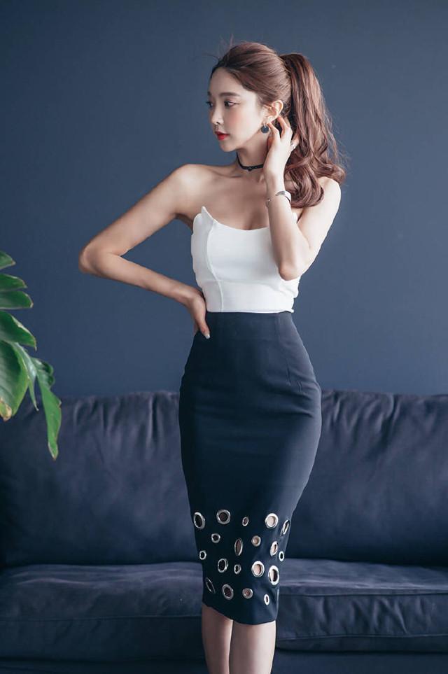 紧身包臀裙搭配高跟鞋,青春活力气质,弥漫女性魅力