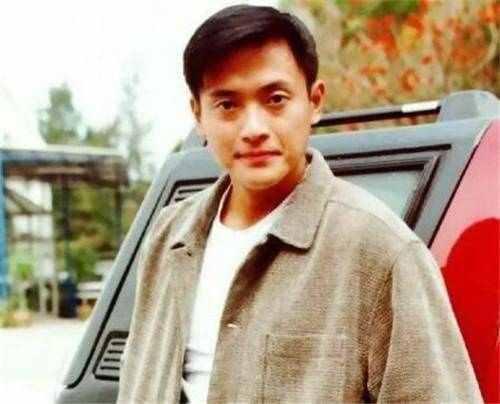 曾是TVB当红小生,抛旧爱娶娇妻,今无戏可拍开餐馆