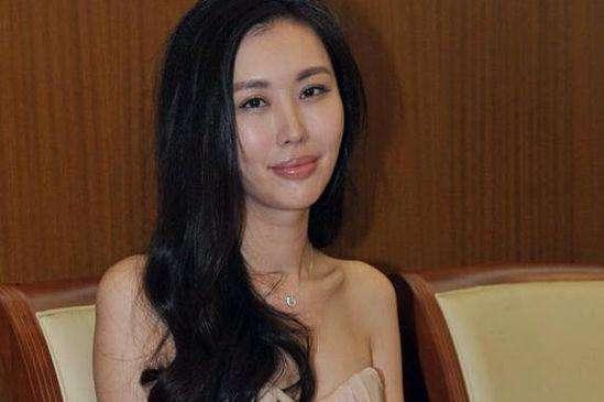 76岁王石对26岁的她如此不舍?竟是田朴珺这些照片