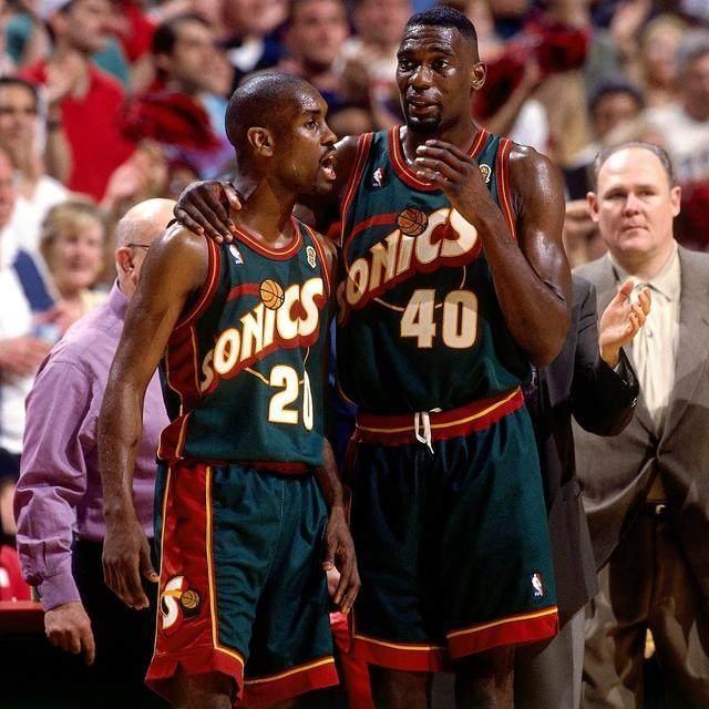 美媒晒90年代NBA中的9大球衣,哪件最好看?