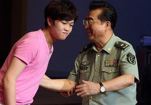 78岁李双江与梦鸽现身,面容憔悴,昔日辉煌已不在!