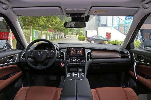 2.0T配9AT, 车长4米8配全景天窗, 全新SUV来了