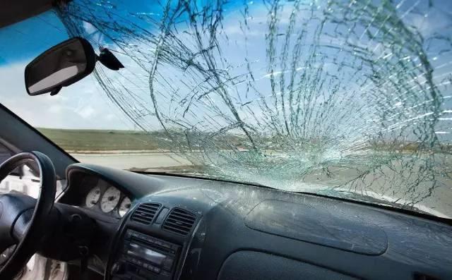 有人撞了你的车还逃逸,但车险居然能全额赔付?
