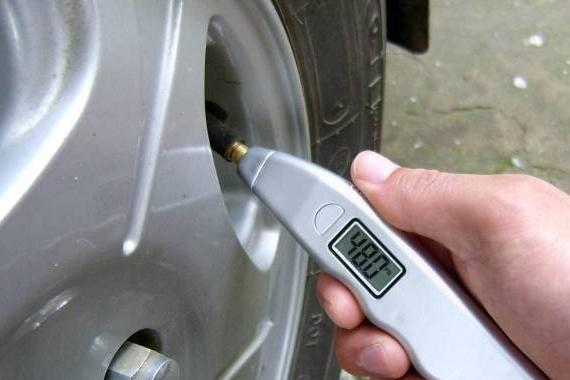 轮胎胎压要根据<em>温度</em>调整吗?