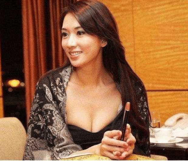 43岁林志玲近照, 画面辣眼睛 网友: 遮也遮不住!图片