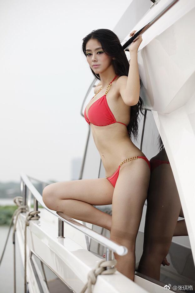lol主播张琪格19岁泳装照和如今cos照,网友怎么说图片