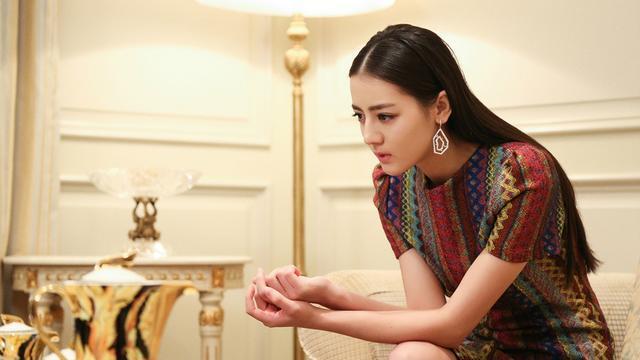 《奔跑吧兄弟》,节目组便邀请了超具人气的迪丽热巴代替杨颖参加,但