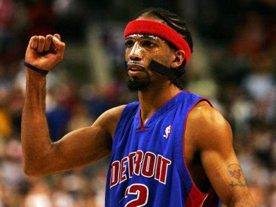 NBA球员装备花样繁多 艾佛森穿出潮流无人可比