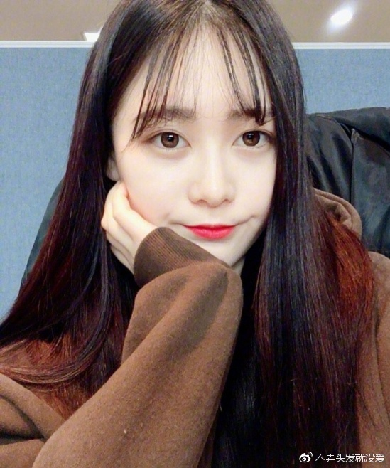 女生空气刘海图片 为你大展韩式甜美范儿图片