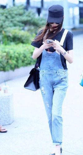 同样是穿背带裤同是33岁,唐嫣和杨丞琳不同