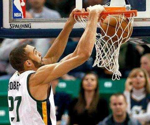 NBA现役5大中锋,仅1人进季后赛,中锋已经沦落了吗?
