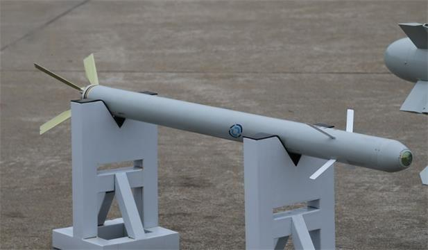 火箭弹哪家打的准?中国飞行员靠苦练,美国靠科技