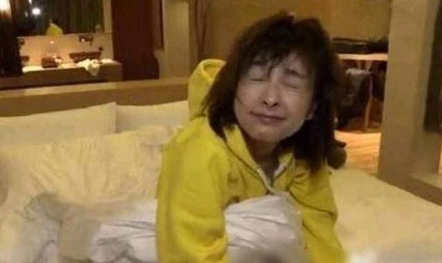 刚睡醒的素颜是最可怕的,鹿晗热巴神同步