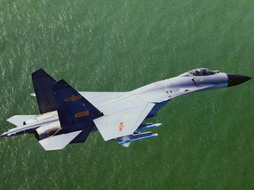 解放军明星战机服役 一个旅可灭两个美军航母战斗群