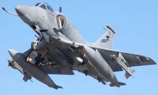 美军F-22竟被击落12次,对手是40年前设计的教练机