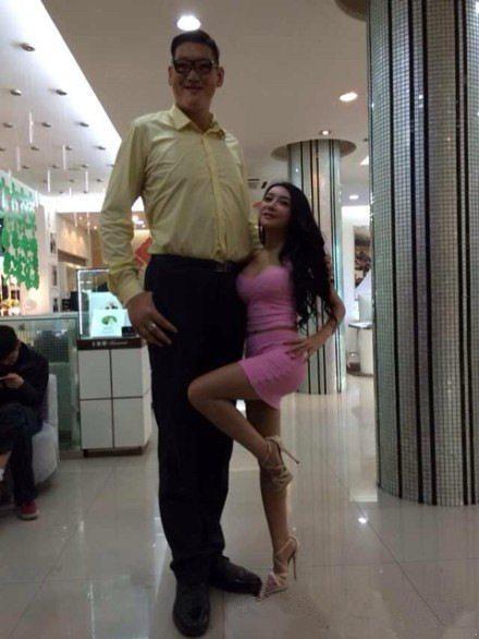 人称亚洲第一巨!比姚明长十二厘米,32岁愁着找对象