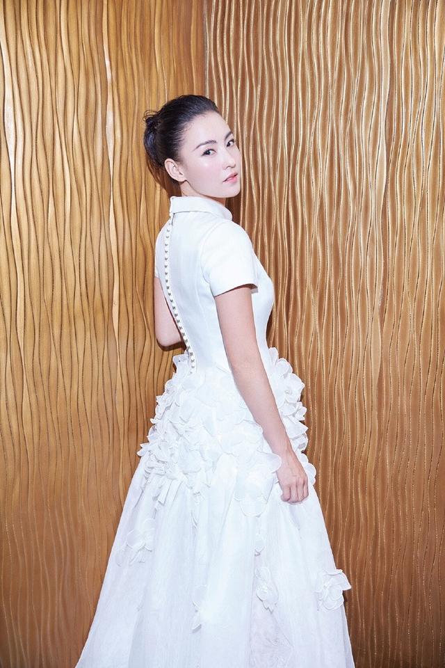 张柏芝本想穿蓬蓬裙扮少女,但凸起的小腹却暴露一切