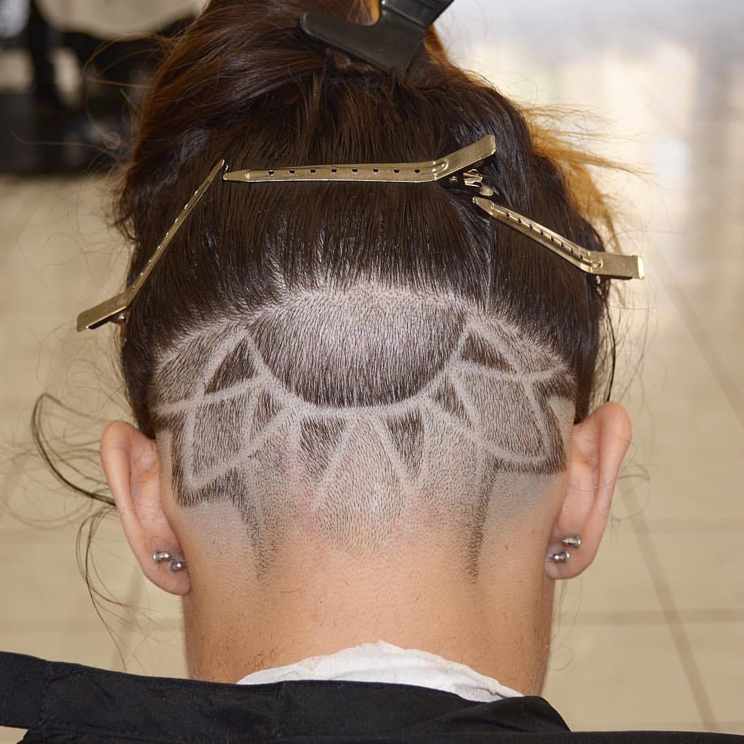 美女创意后部雕刻发型,你敢不敢挑战一下