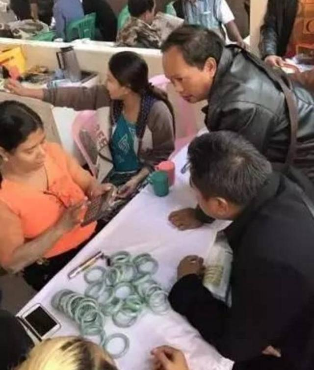 缅甸人有翡翠为什么还这么穷?