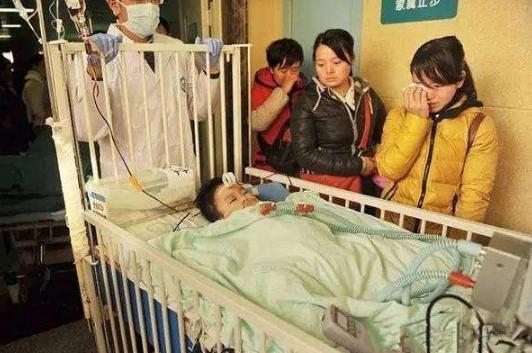 宝宝被筷子夺去生命,孩子离世后,爸妈做了一个决定