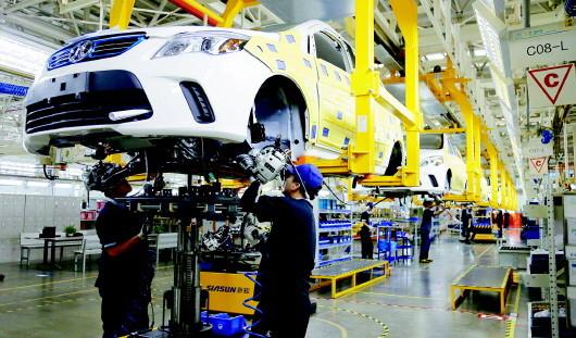 一汽解放青岛汽车有限公司是解放卡车两大生产基地之一,中重型载重车