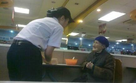 闺女啊,我只有1块钱,我很饿,我只想喝碗汤可以吗