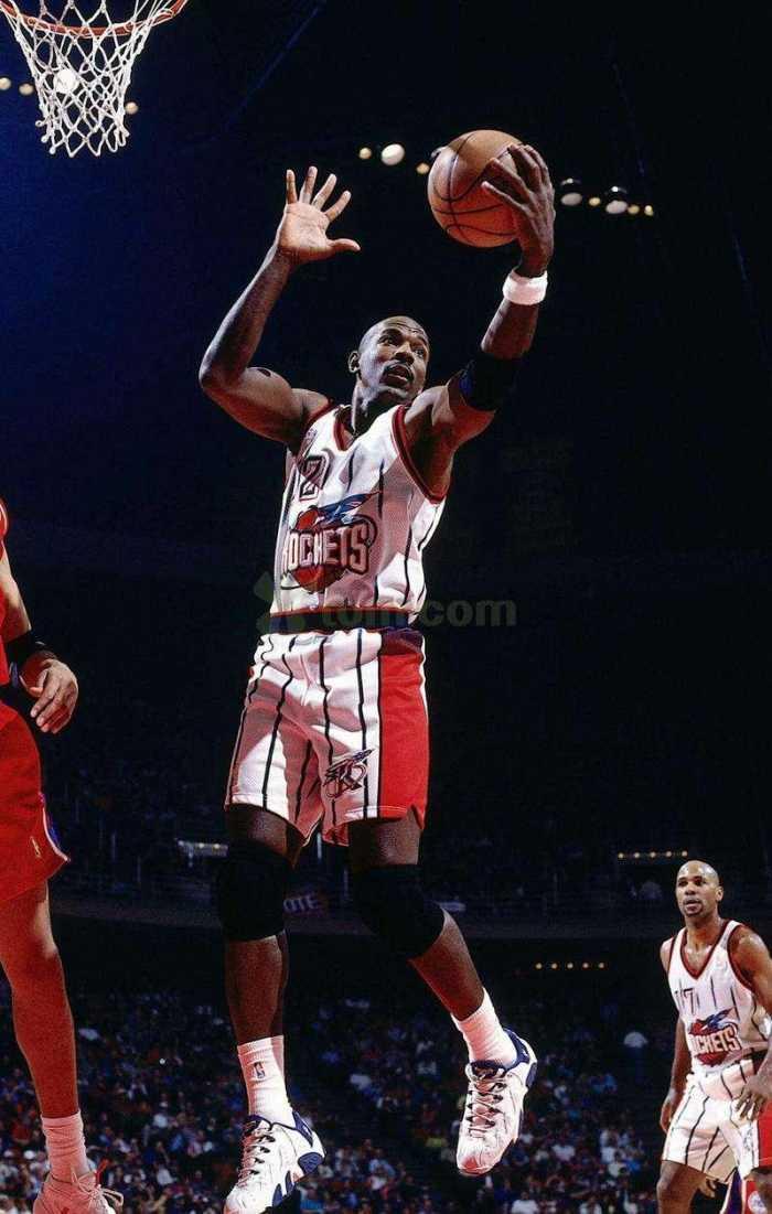 总决赛上5大后卫篮板王,库里上榜,第一名场均9.5篮板