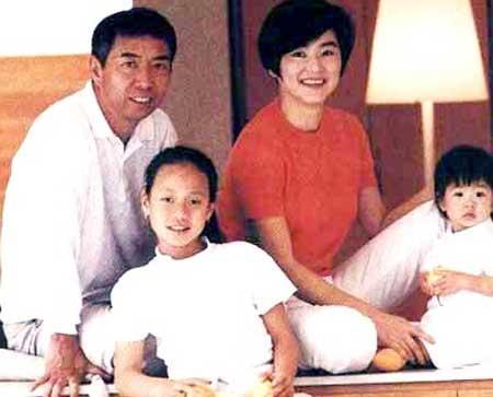 他与邓光荣齐名,邓丽君为他痴迷,与林青霞痴缠十几年