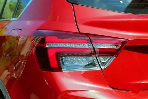 吉利S1上海亮相 售价6万起 搭1.4T+CVT