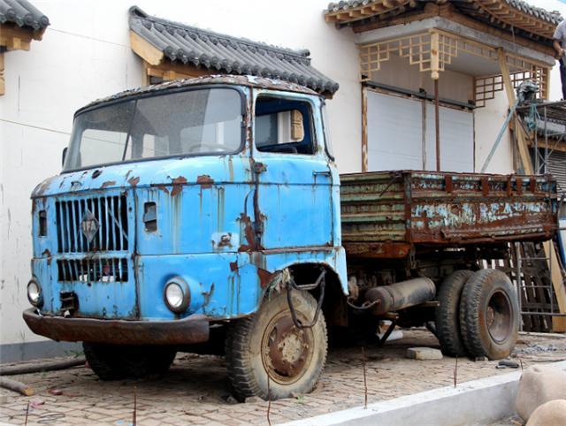 四十年前的重卡,老司机都记得它,俗称大头车!