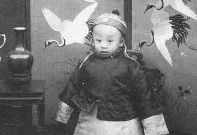 王娇世长的体貌端正,奶汁稠厚被选入了府做了傅仪的乳母.醇亲王府